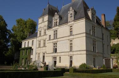 Château de Poncé - Vue du château du jardin