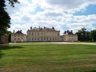 Château de Craon vue de la route de Laval