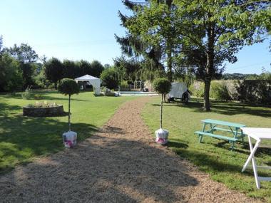 HLO53_CH Hotes Le Rocher - vue vers le jardin