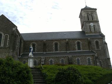PCU53- Eglise de Montsurs