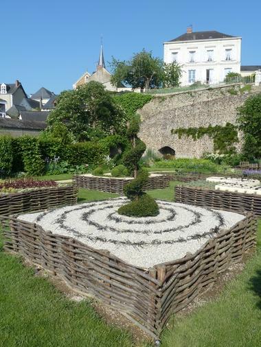 PCU-jardin-medieval-de-la-source (6)