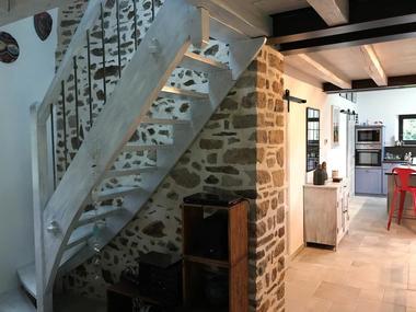 gite-montebrun-escalier