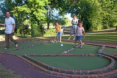 mini-golf-camping -parc-de-loisirs-de-Vaux-Ambrieres-les-vallees-53-asc-1