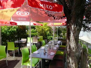 restaurant de la colmont gorron 53 res terrasse2