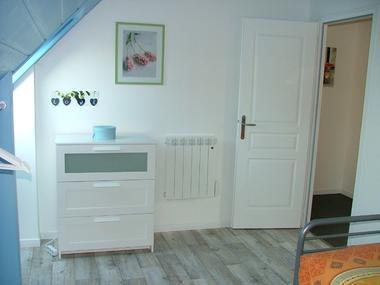 Saint-Pierre-Langers_Meublé Bastard_7 Chambre bleue vue entrée