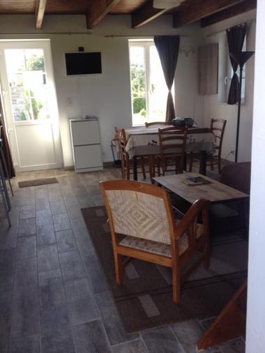 bricqueville-sur-mer-meuble-pirandello-2