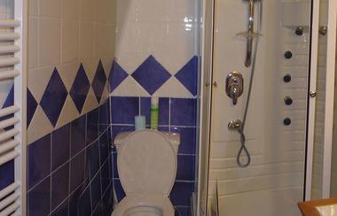 CAUSSIEU Francis  Grange 6 pers -  salle d'eau