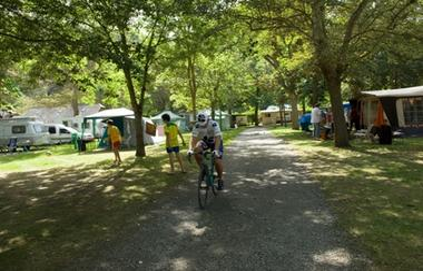 allee-campinglelavedan-laubalagnas-HautesPyrenees-creditbernardlauthier.jpg