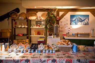 buffetpetidejeuner-hameaurollot-bareges-HautesPyrenees