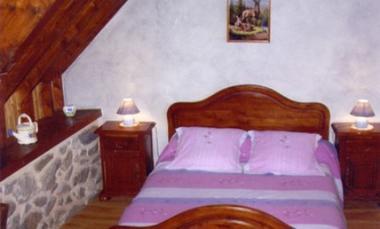 chambre-chambred'hotefermeantaya-arcizansavant-HautesPyrenees.jpg