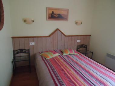 chambre1-vergeborderolle-esquiezesere-HautesPyrenees