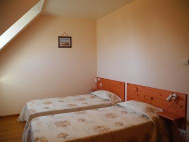 chambre1-habatjou2-ayzacost-argelesgazost-HautesPyrenees.jpg