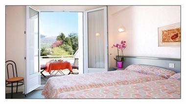 chambre1-hotellesoleillevant-argelesgazost-hautespyrenees.jpg