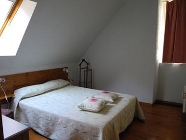 chambre2-habatjou2-ayzacost-argelesgazost-HautesPyrenees.jpg