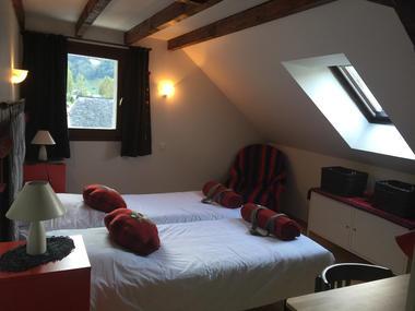 chambre4-maisoncamelat-arrensmarsous-HautesPyrenees