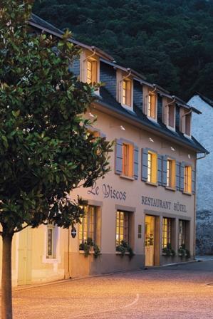façade-hotelleviscos-saintsavin-hautespyrenees.jpg