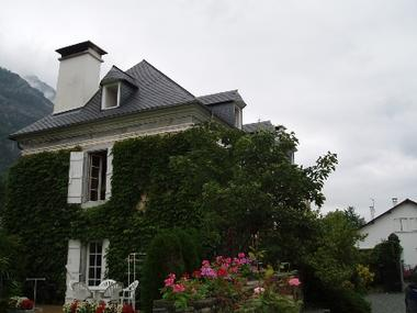 facade1-chambred'hotemaisonbellocq-ayzacost-HautesPyrenees.jpg