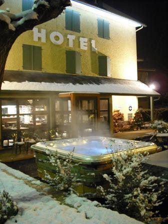 jacuzziext-hotelArrieulat-argelesgazost-HautesPyrenees.jpg