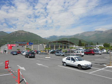 parking2carrefourmarket-argelesgazost-HautesPyrenees.jpg