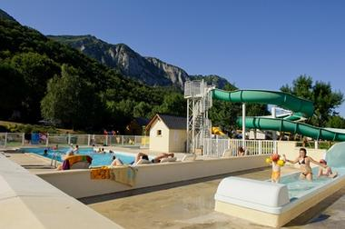 piscine-campinglachataigneraie-arcizansavant-HautesPyrenees