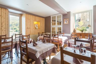 sallerestaurant2-cabaliros-arcizansavant-HautesPyrenees