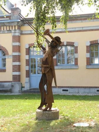 statue-bibliotheque-argelesgazost-HautesPyrenees