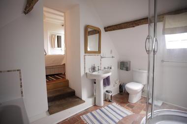 HLO53 - Les jardins suspendus du Ravelin - salle de bain vue de gauche