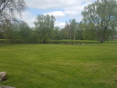 Aire camping-cars Parc des loisirs Orbec Plan d'eau