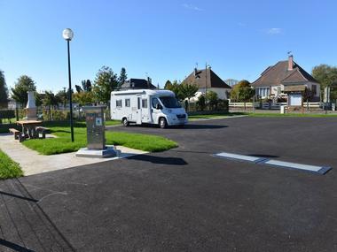 Aire camping-cars Saint-Cyr-du-Ronceray Sous le soleil