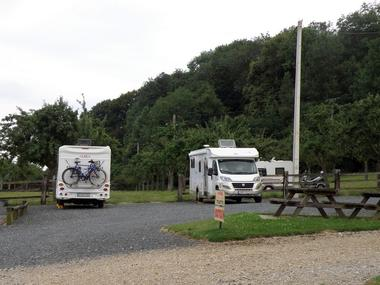 Aire pour camping-cars Le Lieu Chéri à Ouilly le Vicomte près de Lisieux parking graviers