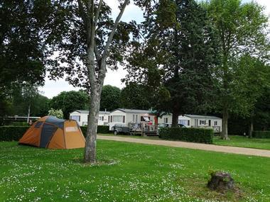 Camping de la Vallée à Lisieux Emplacements et mobil home