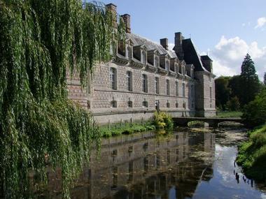 Douves. Château Le Kinnor