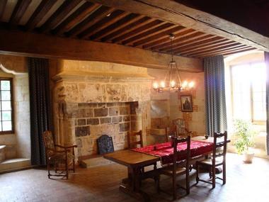 Salle et cheminée. Château Le Kinnor