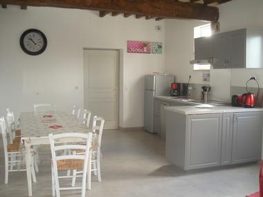 Chez Hubert Verhaest à Moyaux Salle et coin cuisine