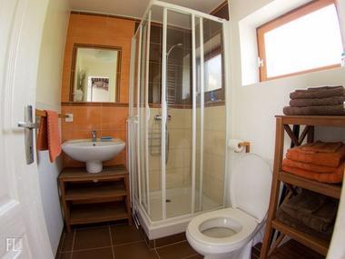 Domaine du Martinaa - gite La Petite Longere - Valerie Roelens - Saint Martin de la Lieue (salle de bain)