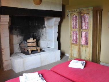 Ferme du Château Gite au Pin Chez Rebecca Whitehead Chambre cheminée