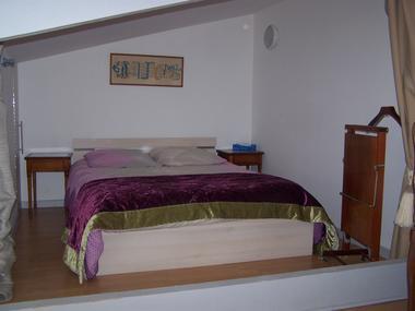 Gite-du-Haras-St-Martin-de-Bienfaite-lit-sur-mezzanine-salon