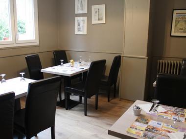Hôtel Le Bellevue à Lisieux salle de restaurant