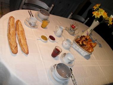 Karibu Normandy Chambre d'hôtes à Saint-Désir pres de Lisieux petit-déjeuner