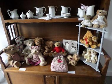 L'Atelier de Patricia à Saint-Germain-de-Livet peluches oursons