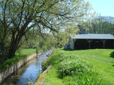 Le Moulin d'Abenon au bord de l'eau