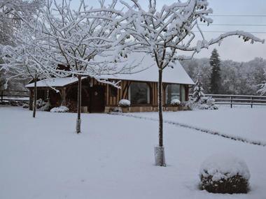 Le Pré des Colombiers à Tordouet, la Bouillerie sous la neige