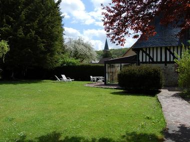 Le Moulin du Saut de la Truite Gite de Thierry Lelong à Hermival-les-Vaux 1 Vue du portail d'entrée