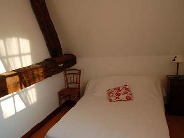 Le Moulin du Saut de la Truite Gite de Thierry Lelong à Hermival-les-Vaux 9 Chambre lit couple