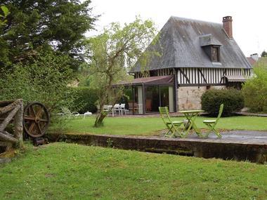 Le Moulin du Saut de la Truite Gite de Thierry Lelong à Hermival-les-Vaux Maison