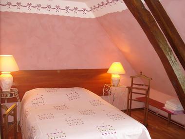 Location à Lessard et le Chêne, chambre