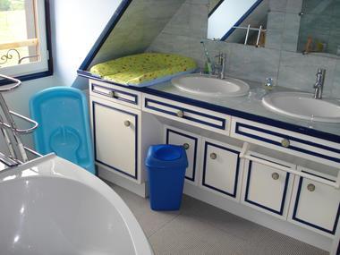 Location à Lessard et le Chêne, salle de bains