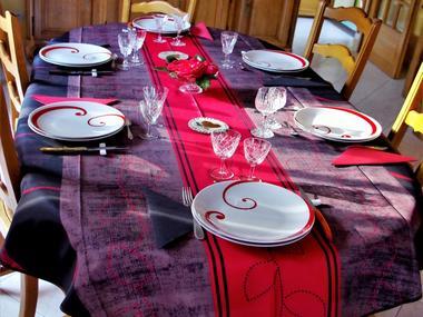 Table-du-repas-du-soir-la-cour-du-houx