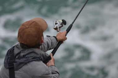 Pêche-sportive-du-bar-à-la-pointe-du-Raz-3