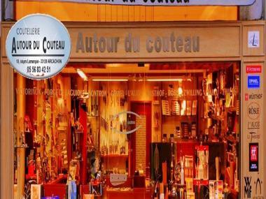 AUTOUR-DU-COUTEAU-2